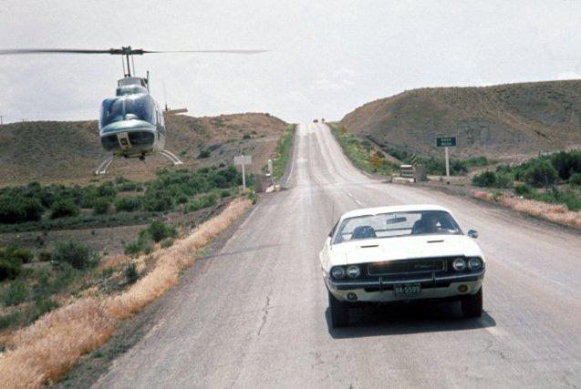 Film do obejrzenia na trawie: 'Znikający punkt' Dodge Challenger Znikaj Cy Punkt on