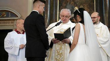 Ślub Kasi i Arka w płockiej farze