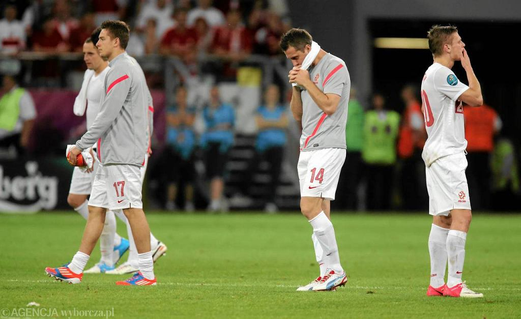 Artur Sobiech z kolegami po przegranym meczu Polska - Czechy