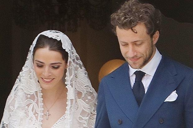 """Bee Shaffer, córka Anny Wintour i Francesco Carrozzini pobrali się. Para powiedziała sobie sakramentalne """"tak"""" w miejscowości Positano."""