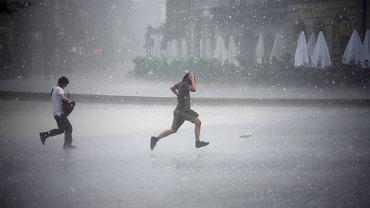 Burza w Krakowie. Zdjęcie ilustracyjne
