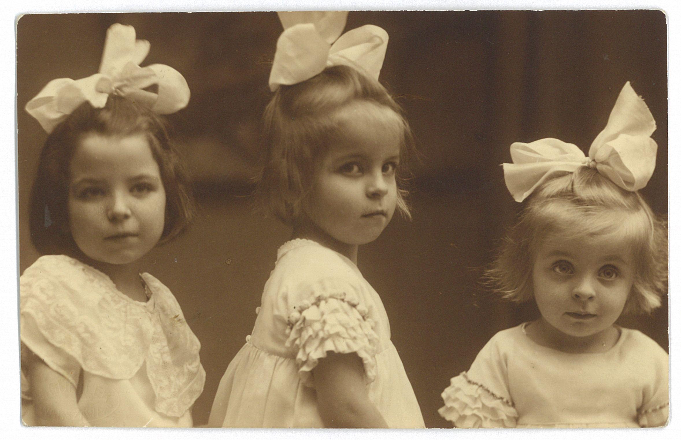 Anna Branicka z siostrami. Od lewej: Marysia, Anna i Beata nazywana