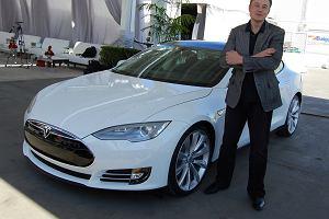 Tesla rozbije się, czy rozbije bank? Ostra jazda na krawędzi bankructwa