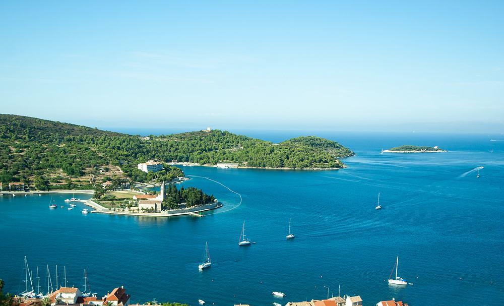 Vis jest wyspą, na której można zaznać nieco więcej spokoju niż na innych wyspach Chorwacji