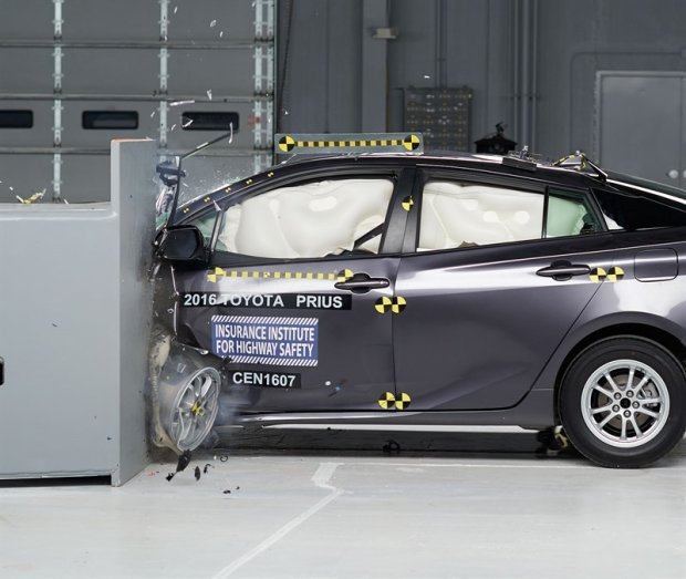 Toyota Prius | Bezpiecze�stwo przede wszystkim