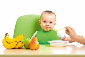 Słodkie witaminy, czyli owoce w diecie dziecka