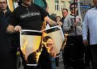 Marsz przeciw UE. Narodowcy spalili zdj�cie Dutkiewicza w jarmu�ce