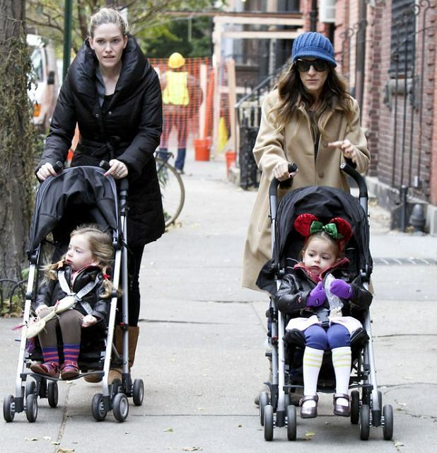 Sarah Jessica Parker returns back to her New York apartment after taking her twins to school in New York.  Pictured: Sarah Jessica Parker, Tabitha and Marion