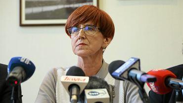 Minister rodziny, pracy i polityki społecznej Elżbieta Rafalska podczas konferencji prasowej dotyczącej programu 500+