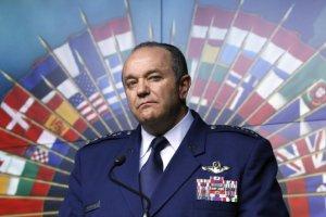 """Dowódca NATO w Europie: Sojusz musi być gotowy na atak """"zielonych ludzików"""""""