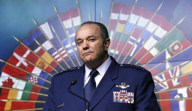 """Dow�dca NATO w Europie: Sojusz musi by� gotowy na atak """"zielonych ludzik�w"""""""