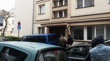 Matka Roberta J. została przywieziona do mieszkania na ul. Trynitarskiej.