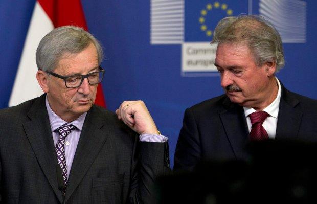 Przewodnicz�cy Komisji Europejskiej Jean-Claude Juncker (z lewej) i szef MSZ Luksemburga Jean Asselborn