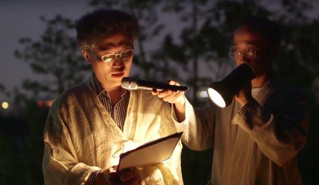Kadr z filmu na temat próbnych pogrzebów w Korei Południowej