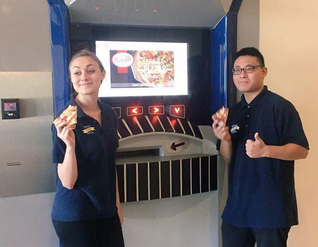 Pizzę wyciągną... jak gotówkę. Pierwszy w USA automat z pizzą pojawił się na uczelnianym kampusie