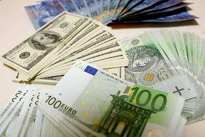 Dolar poni�ej 4 z�, euro nadal drogie