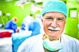Wizyta u specjalisty: prof. Jacek Moll. Naprawia najmniejsze serca