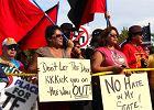 Indianie spalili flagę nazistów: Jesteście na terytorium plemienia Dakota!