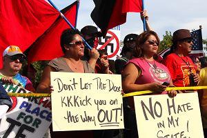 Indianie spalili flag� nazist�w: Jeste�cie na terytorium plemienia Dakota!