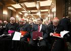 Episkopat skutecznie zaszanta�owa� eurobiskup�w: krytyczny artyku� o rz�dach PiS znika