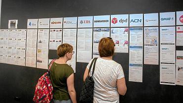 Ukraińcy w Polsce raczej nie narzekają na zarobki. Zdjecie ilustracyjne - targi pracy w Centrum Ukraińskiej Kultury i Rozwoju