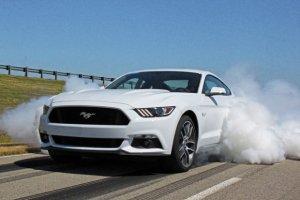 Ford Mustang GT Line-Lock   Kłęby dymu w standardzie