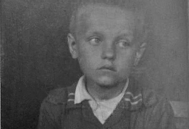 Ośmioletni Henio Błaszczyk po ucieczce na wieś skłamał, że porwali go Żydzi. Dziecko opowiedziało bajkę, która pokieruje dorosłymi, ponieważ dorośli żyją w tej bajce od dawna - pisze Joanna Tokarska-Bakir.