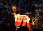 "U2 w Berlinie. Bono sk�ada ho�d ""Solidarno�ci"" i ca�uje polsk� flag�"