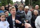 Jasienica bis? 300 osób protestowało przeciw decyzji prymasa Polski o odwołaniu księdza. W tle spór o ziemię za 1,5 mln zł