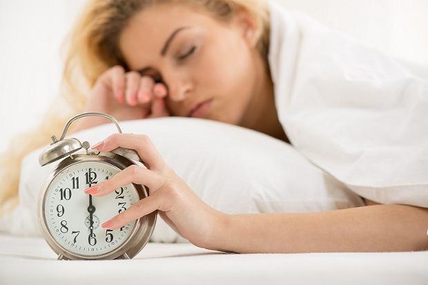 5 weekendowych nawyków, które sprawiają, że przybierasz na wadze i w poniedziałek możesz obudzić się grubsza