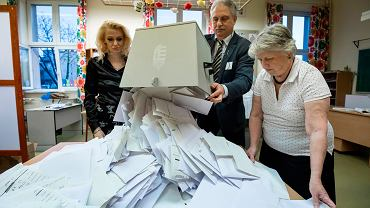 Wybory na Węgrzech. Liczenie głosów /