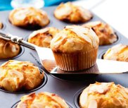 Muffiny z bia�� czekolad�