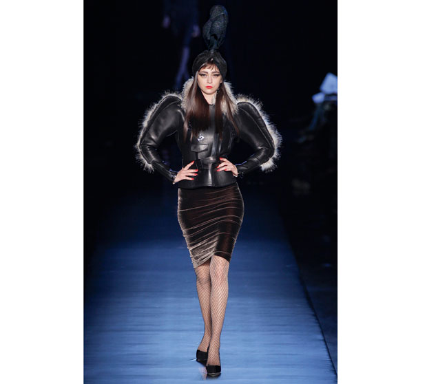 Jean Paul Gaultier: władca kiczu, moda męska, logo z klasą, Ostro szeroko w barach ale wciąż kobieco i seksownie