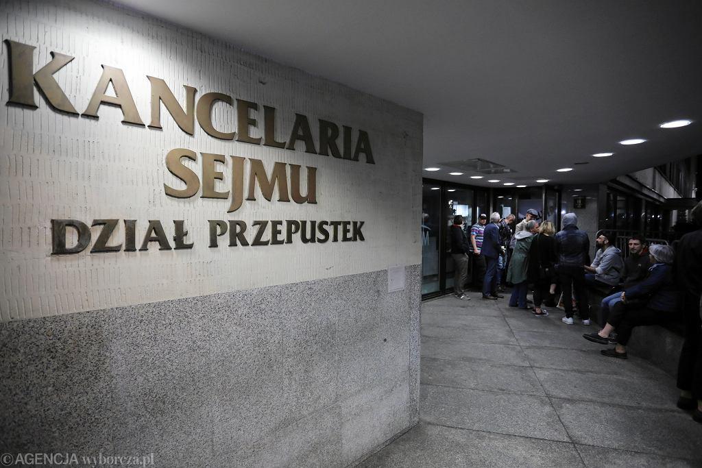 Biuro przepustek. 11.04.2018 r., Obywatele RP blokują wejście