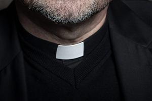 Ksiądz przyznał się do rozsyłania uczniom zdjęć pornograficznych