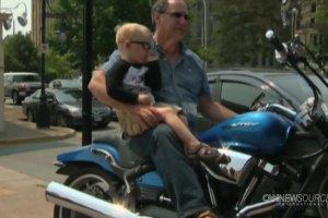 Trzylatek z mandatem za złe parkowanie motocyklowego rowerka