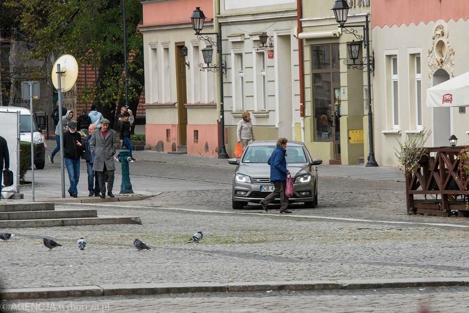 Takich obrazków po zakazie ruchu na Starym Rynku już nie będzie