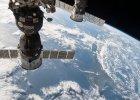 Szcz�tki rosyjskiego satelity meteorologicznego zagra�a�y za�odze ISS. Uciekli do statku Sojuz