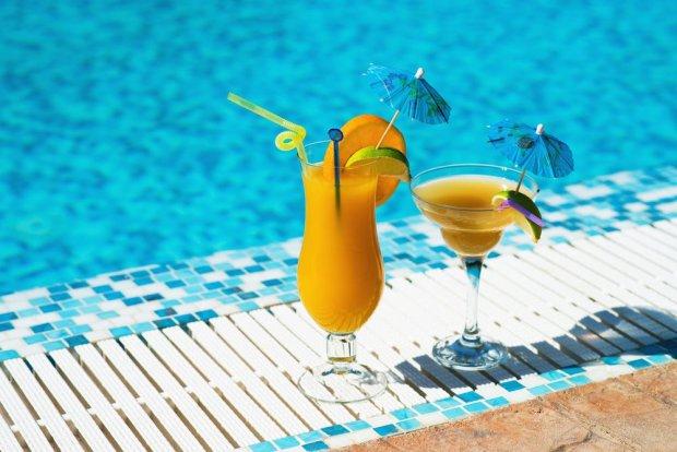 Drinki, opaski, tajemnicze skr�ty. 10 pyta� o all inclusive, na kt�re warto zna� odpowied� przed kupnem wycieczki
