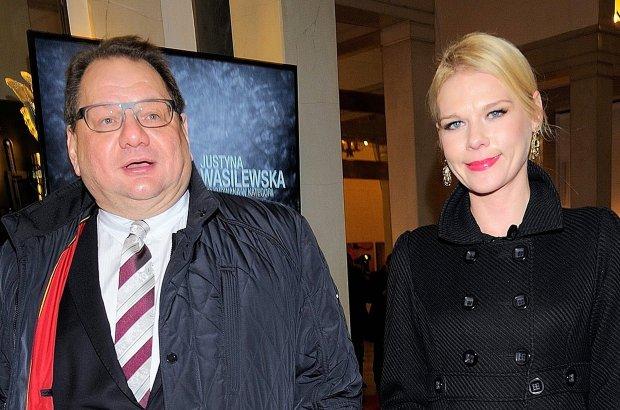 Ryszard Kalisz z �on� na Paszportach Polityki. Ona w p�aszczu. Gdy go zdj�a... Co za seksowna bluzka z koronki!