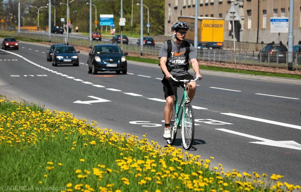 Rowerzysta na buspasie w Łodzi