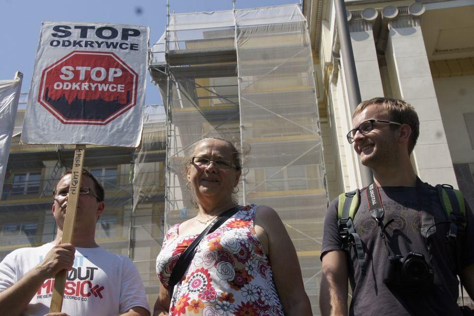8 lipca 2014 r. Pod kancelarią premiera protestowało kilkaset osób z terenów, na których planowane są kopalnie odkrywkowe węgla brunatnego, m.in. z: Lubuskiego, Łódzkiego, Dolnego Śląska, Kujaw i Wielkopolski.