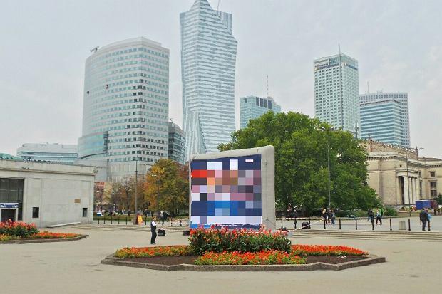 PKP stawiaj� ekran reklamowy obok Dworca Centralnego. I przed Pa�acem Kultury