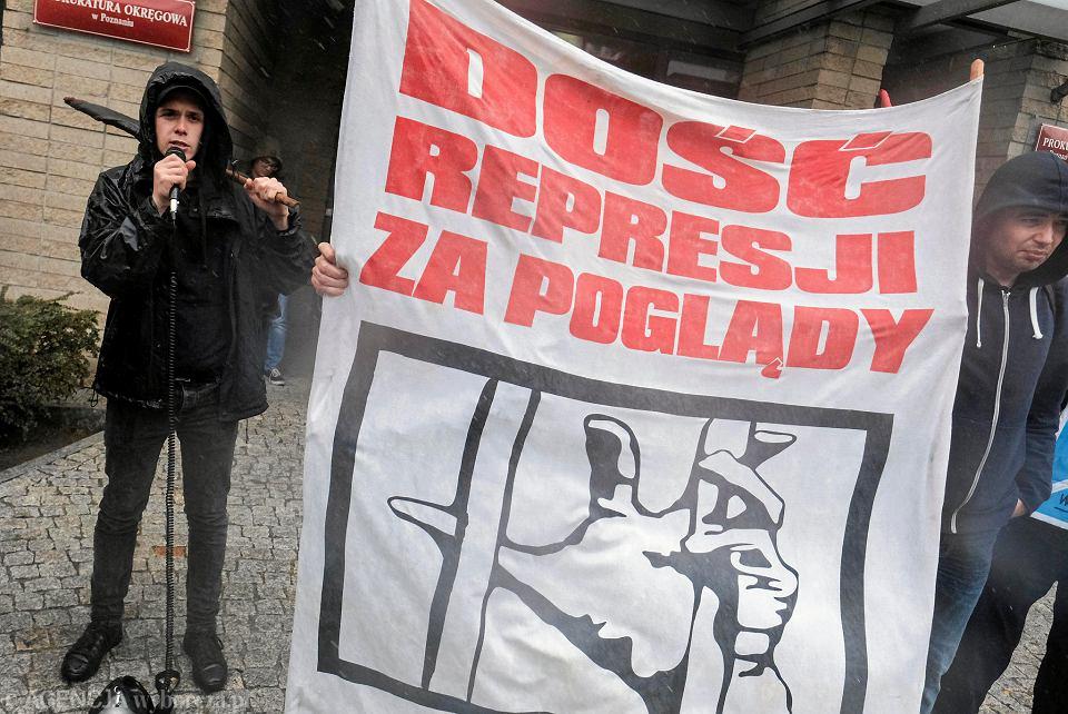 Anarchista Bartosz Szkudlarek zarzuca policjantom pobicie