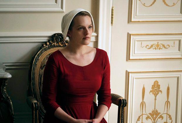 Elisabeth Moss jako Offred w serialu 'Opowieść podręcznej'. Planowane przez HBO 'Confederate' ma być odpowiedzią na ten głośny serial
