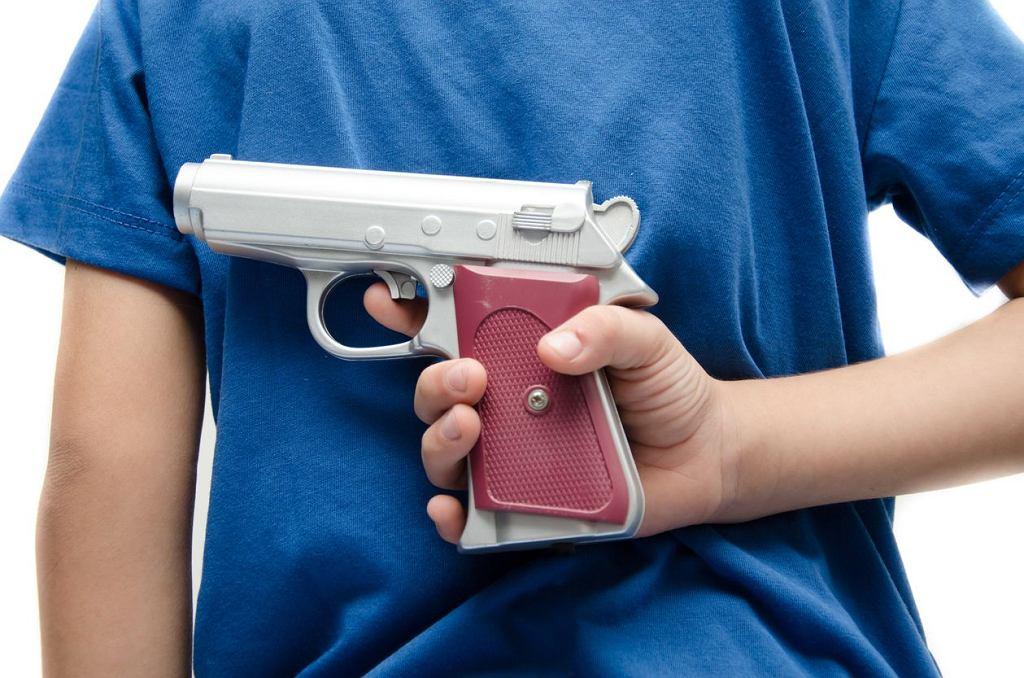Dziecko z bronią.