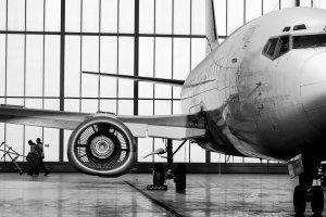 Katowice: W startuj�cym boeingu 737 p�k�a opona