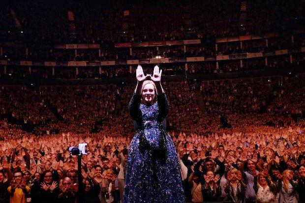 Nieoficjalny fanklub Adele na Twitterze trzyma w niepewności polskich fanów.