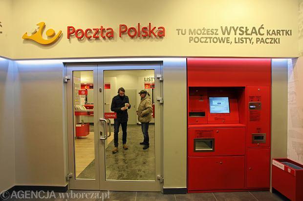 Poczta Polska coraz droższa, ale ma już nie zamykać placówek i podnieść pensje pracownikom