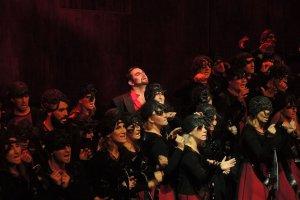 Mefistofeles w Operze Krakowskiej. Diabe� tkwi w szczeg�ach